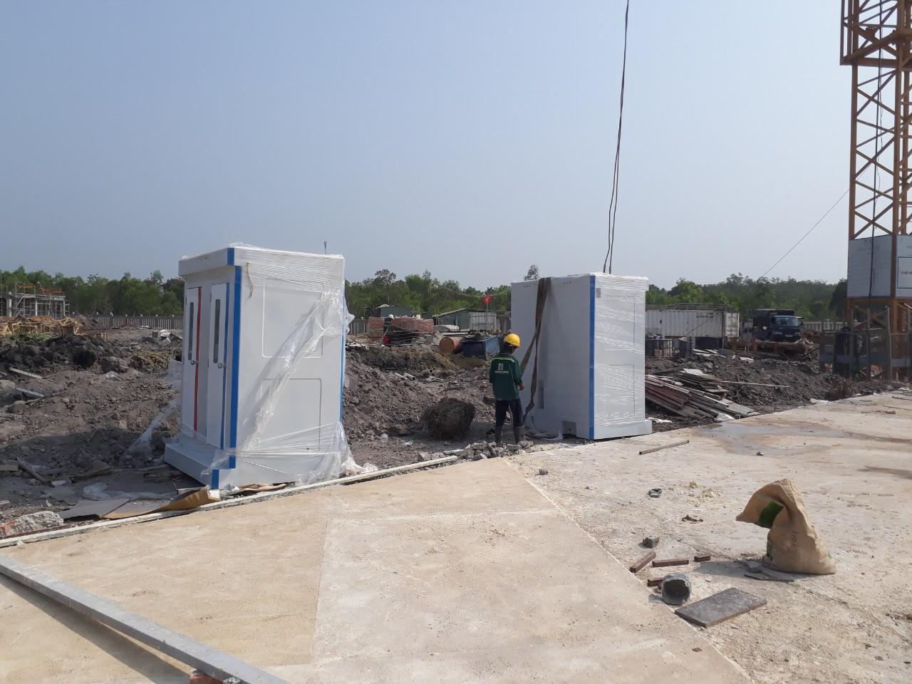 Nhà vệ sinh công cộng tại công trình