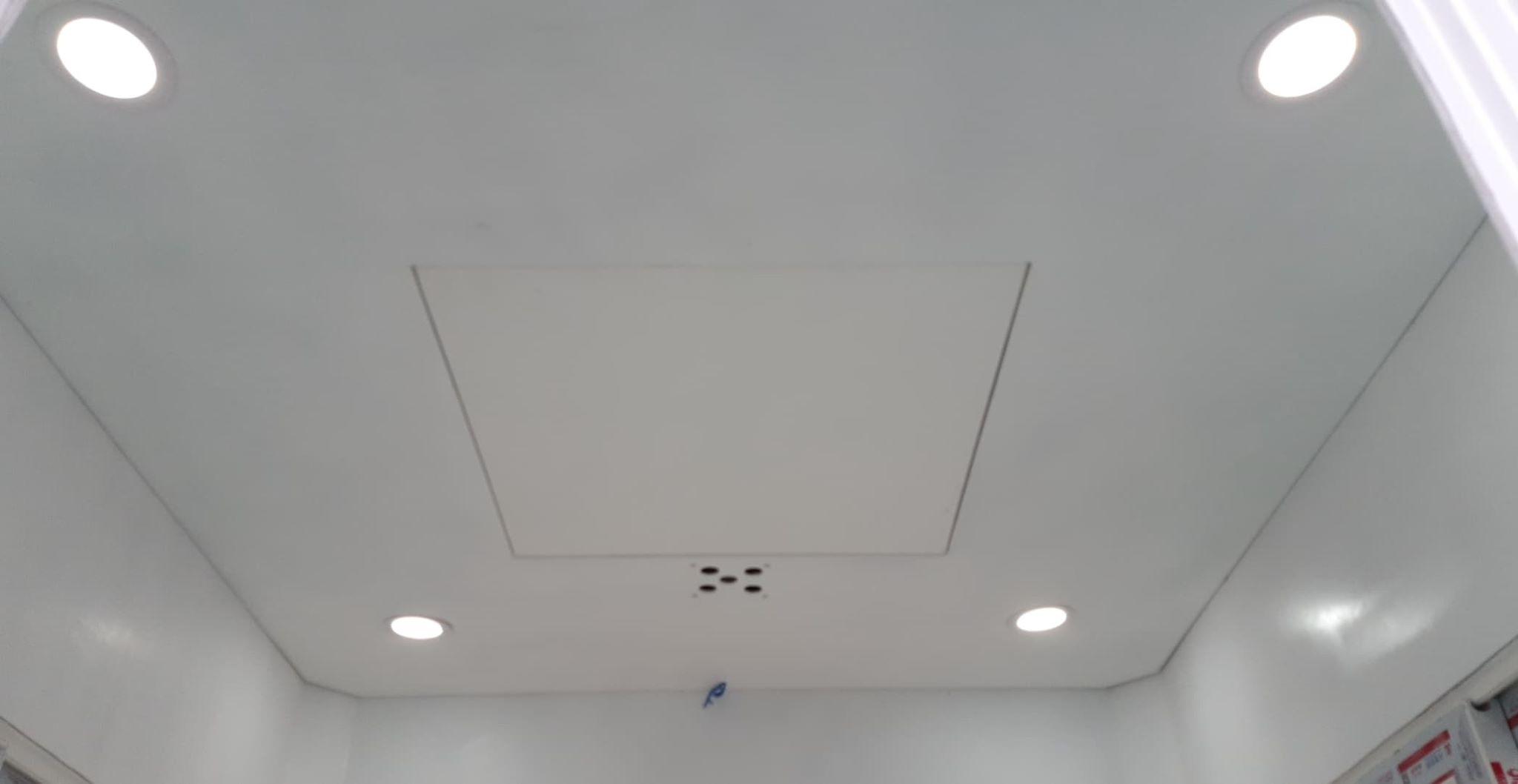 Trần composite gắn đèn dowlight 4 góc