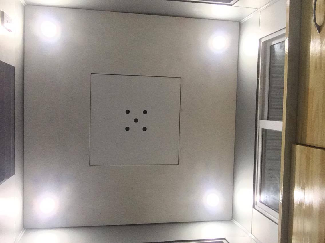 Trần composite và đèn LED âm trần