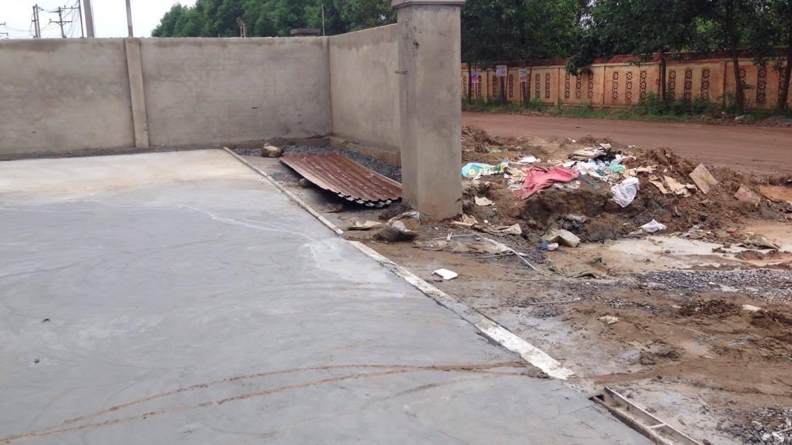 Hạng mục nhà để xe sẽ được thi công sau khi cổng được lắp đặt