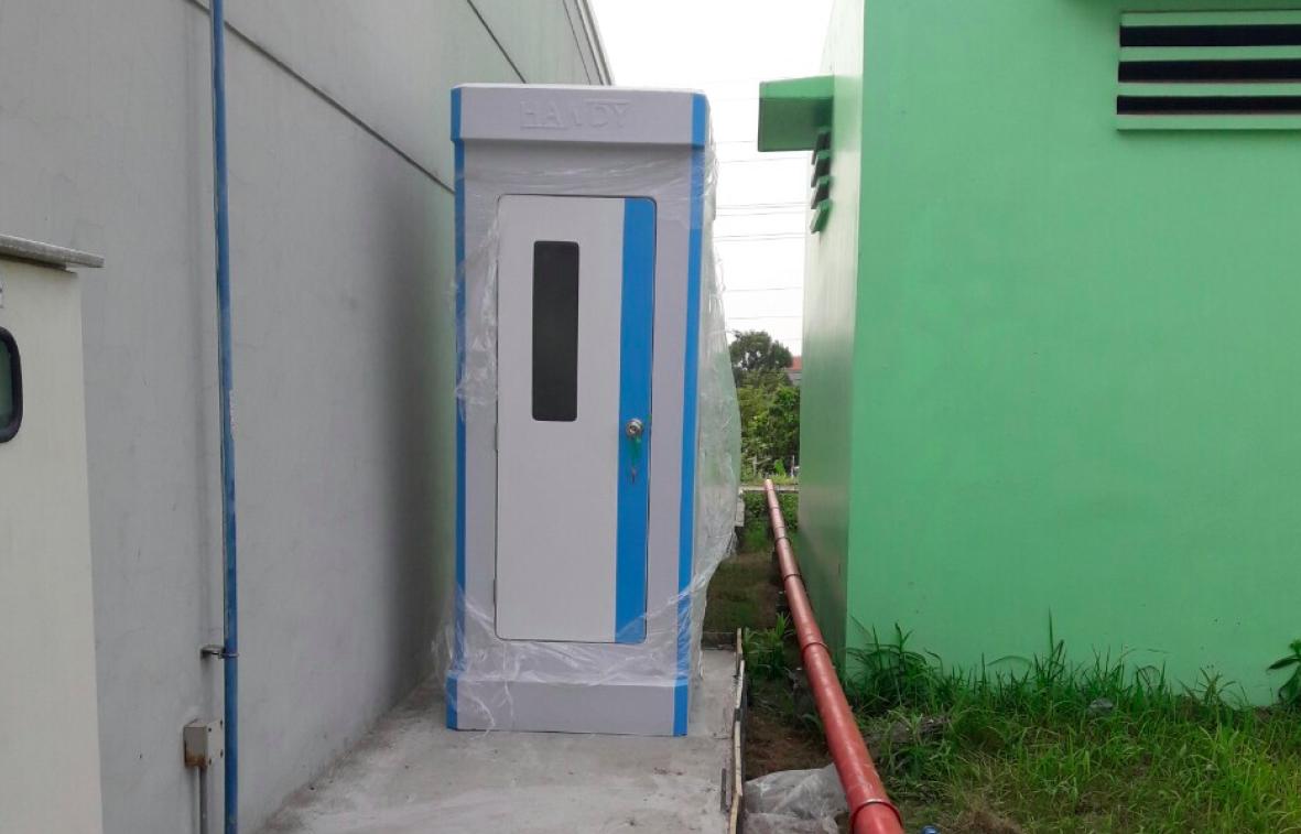 Lắp đặt nhà vệ sinh di động gắn chậu tiểu nam