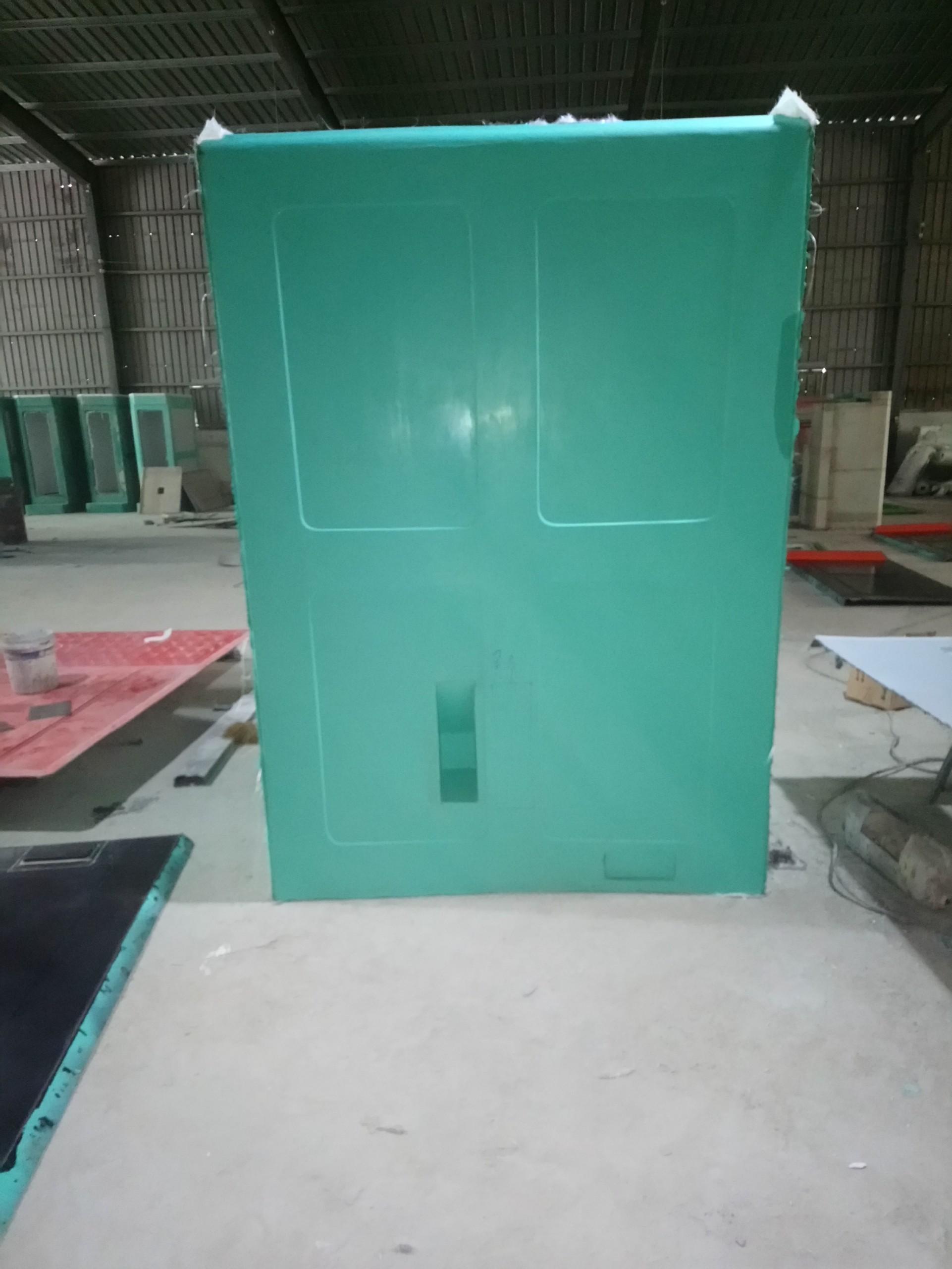 Cửa hút chất thải được thiết kế phía sau để giảm thiểu tối đa mùi khó chị trong cabin