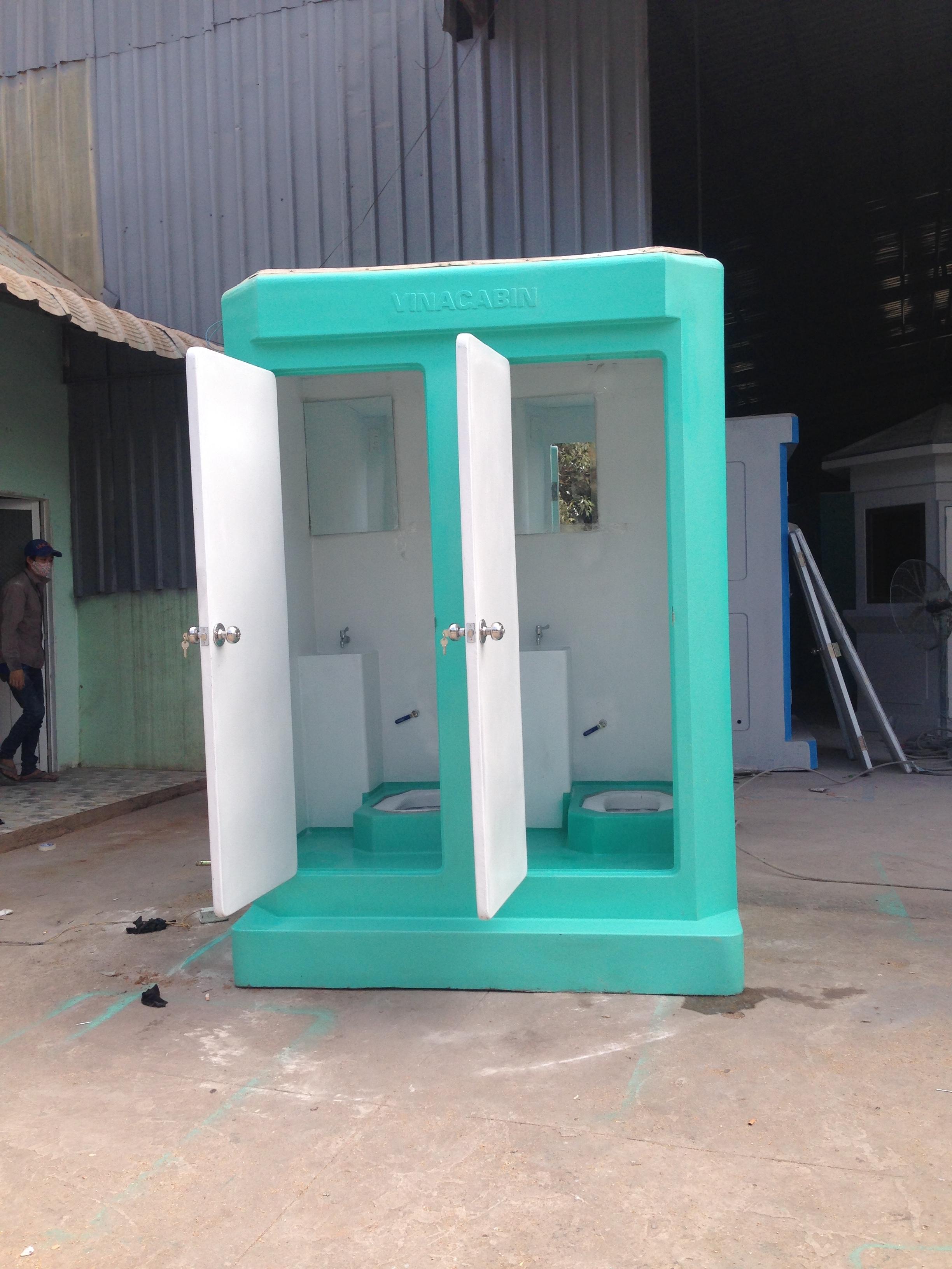 Nhà vệ sinh di động đôi được trang bị nội thất cơ bản
