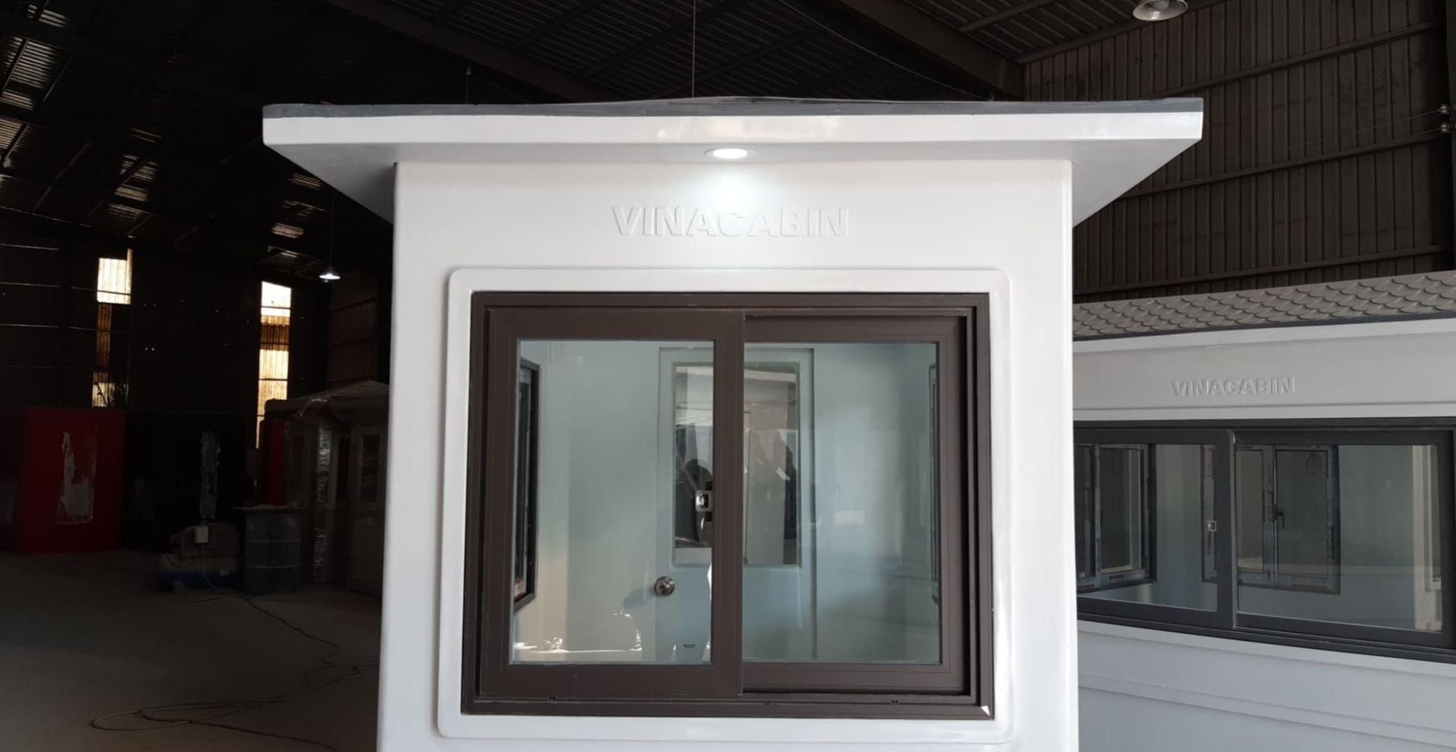 Cửa sổ nhôm Xingfa, kính cường lực 8mm, bên ngoài có đèn chiếu sáng