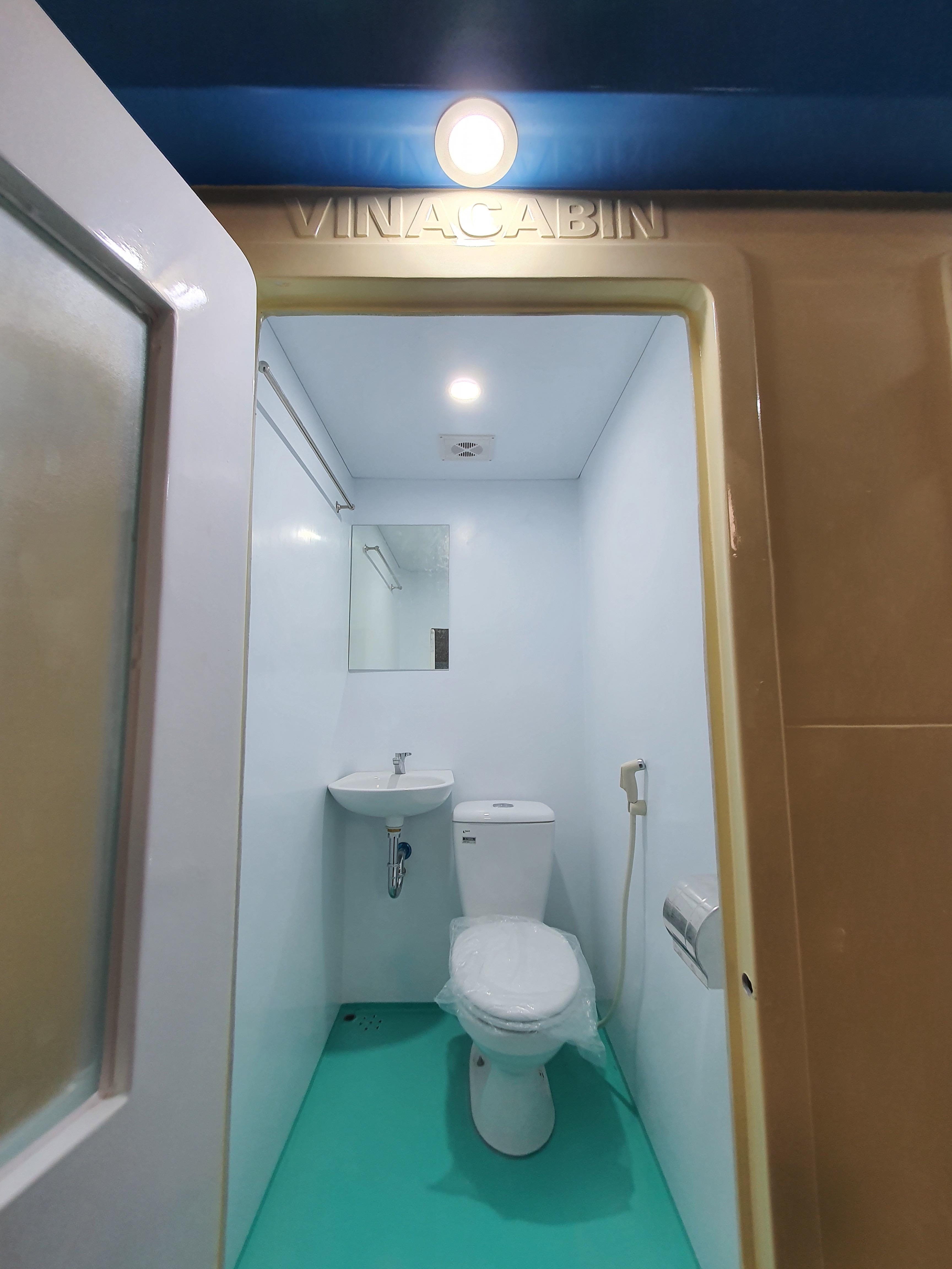 Nội thất nhà vệ sinh di động Vinacabin V18