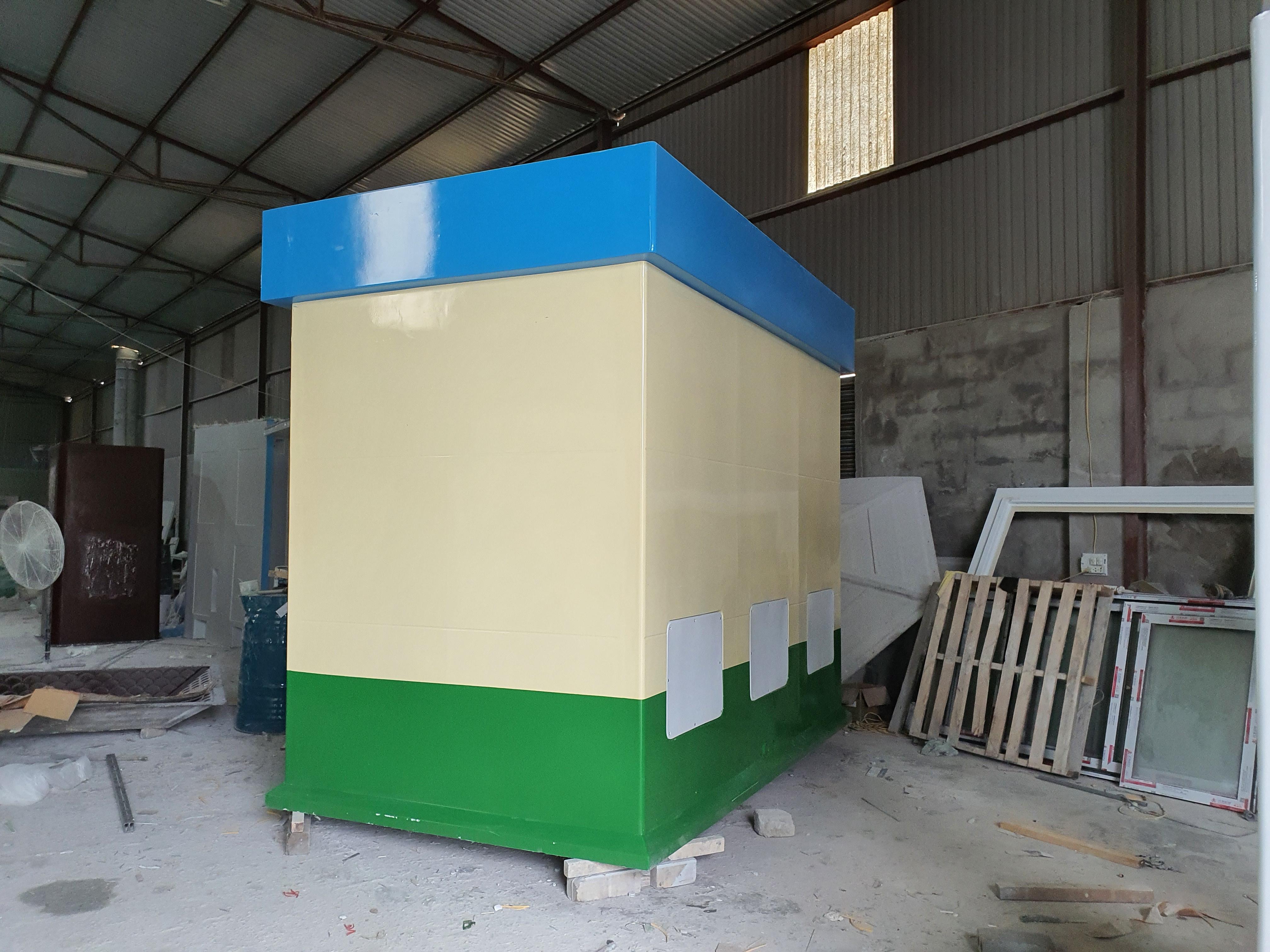 Máy bơm tăng áp được đặt trong hộp kỹ thuật phía sau