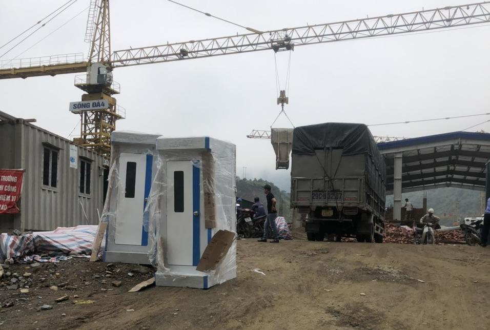 Nhà vệ sinh di động bàn cầu cao